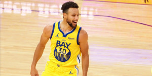 """Curry Gifts 62 Pairs of """"Flow Like Water"""" Sneakers After 62 Point Night"""
