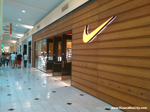 roosevelt field nike store number