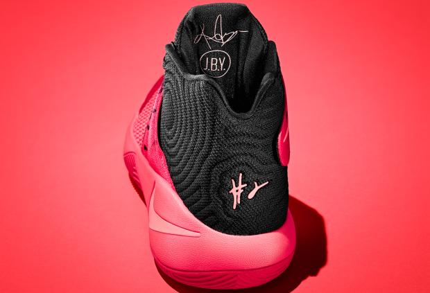 NikeKyrie1intro-heel