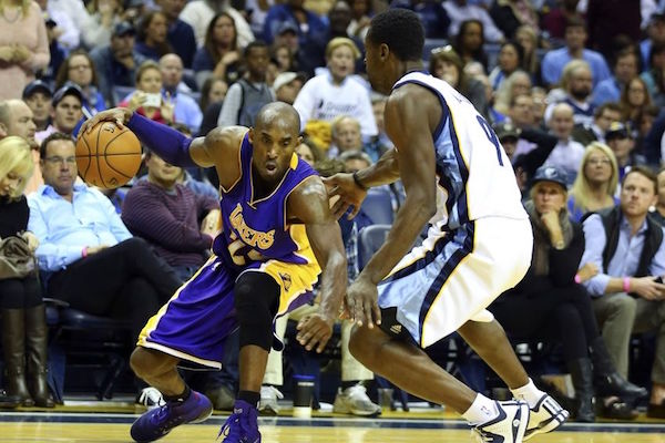 2da15714353 Kobe Bryant Gifts Pair of Autographed Shoes to Tony Allen