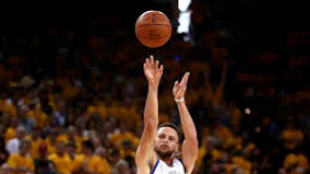 Steph Curry Reaches 2k Career Three-Pointers