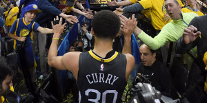 Stephen Curry Offers His Gratitude With The Curry 6 Thank You, Oakland